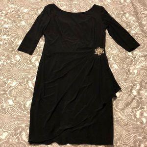 Elegant knee length dress. Beautiful waist detail.